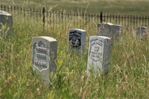 Custer Battlefield tombs_600x400